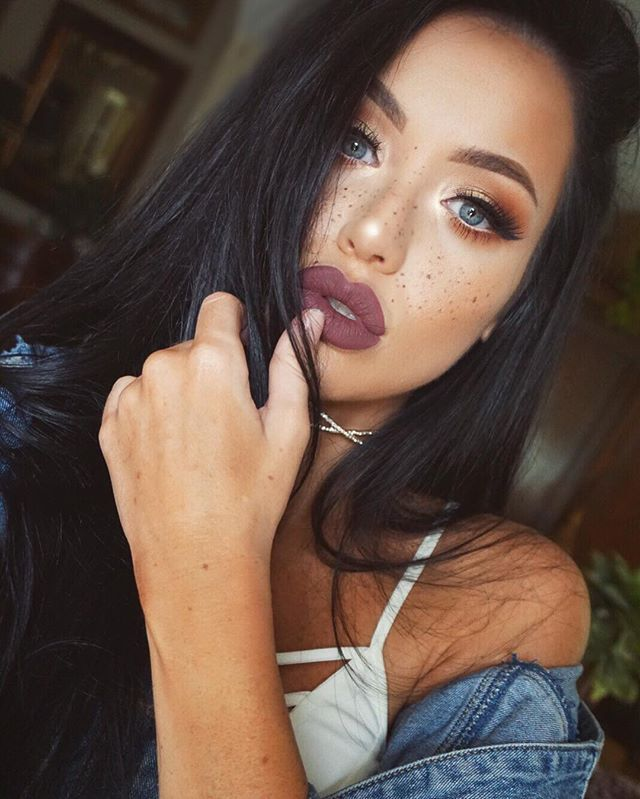 1075ab769 What it looks like on Instagram: Faux freckles. My professional opinion:  Pro makeup ...
